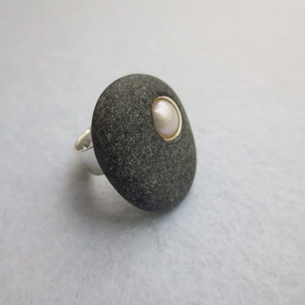 Kieselring schwarz mit Perle